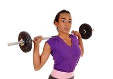 Levantamento de peso afro-americano da mulher Fotos de Stock Royalty Free