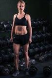 levantamento de peso em um gym Foto de Stock Royalty Free