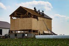 Levantamento do celeiro de Amish fotografia de stock