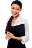 Levantamento executivo consideravelmente fêmea Foto de Stock