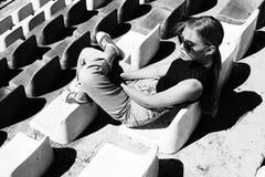 Levantamento girt moderno no estádio Preto e branco tonificado Fotos de Stock Royalty Free