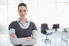 Levantamento severo da mulher de negócios Imagem de Stock