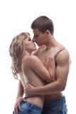 Levantamento 'sexy' da menina do beijo novo do homem da beleza em topless Fotografia de Stock