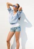 Levantamento triguenho bonito na luz do sol do verão. imagens de stock royalty free