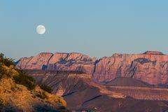 Levantamiento de la Luna Llena Foto de archivo libre de regalías