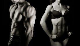 Levantamiento de pesas. Hombre y mujer Imagen de archivo libre de regalías