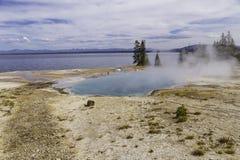 Levantamiento del lago y del vapor Yellowstone Imagen de archivo libre de regalías