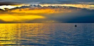 Levantamiento Sun en las montan@as de Chablais Imagen de archivo libre de regalías