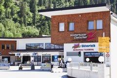 Levante a estação na vila austríaca Hintertux, Ty fotos de stock