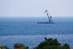 Levante o guindaste no Mar Negro. Fotografia de Stock
