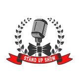 Levante-se o molde do emblema da mostra Microfone do estilo antigo com louro Imagens de Stock Royalty Free