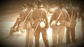 Levar dos soldados da guerra civil ferido (versão da metragem do arquivo) video estoque