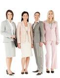 Levarsi in piedi delle donne di affari del gruppo Fotografia Stock