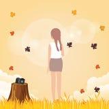 Leve de la mujer su cámara para disfrutar de otoño de la licencia de la caída del tiempo en al aire libre brillante amarillo cali libre illustration