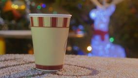 Leve embora o copo de café no mercado do Natal video estoque