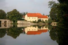 level gammalt vatten för hus Arkivfoto