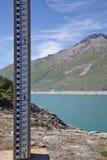level mätningsvatten för fördämning Arkivfoton