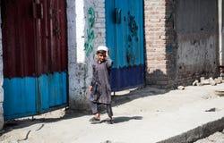Levende het dorp van Afghanistan en schoten in Jalalabad in het midden het vechten seizoen royalty-vrije stock foto's