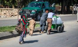 Levende het dorp van Afghanistan en schoten in Jalalabad in het midden het vechten seizoen stock afbeeldingen