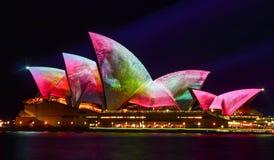 Levendig Sydney, Sydney Opera House met kleurrijke beelden royalty-vrije stock afbeeldingen