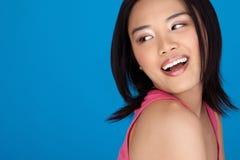 Levendige lachende Aziatische vrouw Royalty-vrije Stock Afbeeldingen