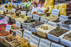 Levendige oosterse centrale Aziatische markt met zakkenhoogtepunt van divers SP Stock Fotografie