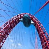 Levendige rode hangbrug Royalty-vrije Stock Afbeelding