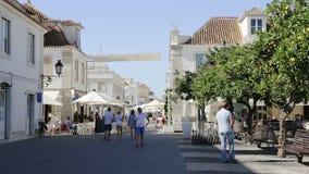 Levendige straten van de stad Vila Real Santo Antonio portugal stock video