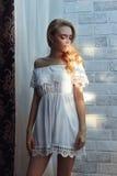 levensstijl De mooie Jonge Vrouw van de Blonde Royalty-vrije Stock Fotografie
