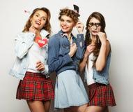Levensstijl en mensenconcept: meisjes beste vrienden klaar voor pari stock fotografie