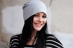 Levensstijl, manier en mensenconcept: mooie vrouw die c dragen Royalty-vrije Stock Foto's
