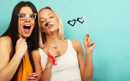 Levensstijl, schoonheid en mensenconcept: hipster meisjes beste vriend Royalty-vrije Stock Foto