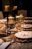 Levensstijlfoto van dinerlijst alvorens te dienen Royalty-vrije Stock Fotografie