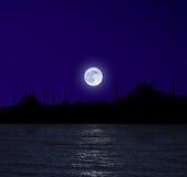 Lever de la lune au-dessus d'Istanbul Image stock