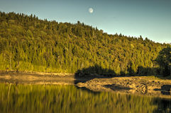 Lever de la lune au-dessus de la baie Photos libres de droits