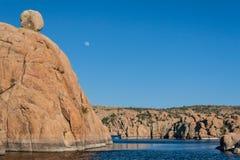 Lever de la lune au-dessus de Watson Lake Images stock