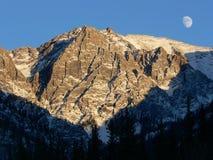 Lever de la lune dans Banff Image stock