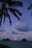 Lever de la lune Pacifique en Hawaï Photographie stock libre de droits