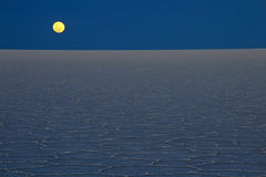 Lever de la lune Salar de Uyuni, lac de sel, Bolivie Photos libres de droits