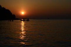 Lever de soleil à l'île Thaïlande de Samed Image libre de droits