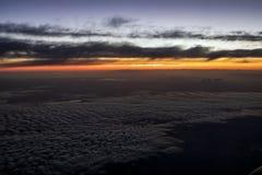 Lever de soleil à l'altitude - scène de Jet Airliner images stock
