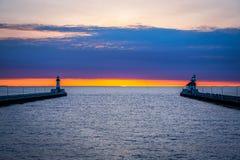Lever de soleil à l'entrée de port de Duluth Photographie stock libre de droits