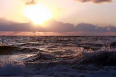 Lever de soleil à l'océan Images libres de droits