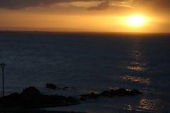 Lever de soleil à la baie de Galway, côte ouest de l'Irlande Photos stock