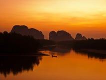Lever de soleil à la baie de Phang-Nga, sud de la Thaïlande Photographie stock libre de droits