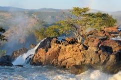 Lever de soleil à la cascade à écriture ligne par ligne de Ruacana, Namibie photo stock