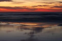 Lever de soleil à la mer baltique dans le heringsdorf de l'Allemagne Photo stock