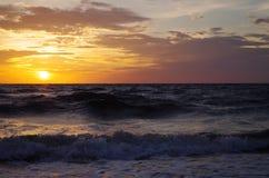 Lever de soleil à la mer baltique dans le heringsdorf de l'Allemagne Images stock