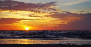 Lever de soleil à la mer baltique dans le heringsdorf de l'Allemagne Image stock