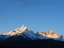 Lever de soleil à la montagne de neige de Meili Images stock